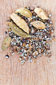 Dried seeds and freshly milled cardamon — Stock Photo