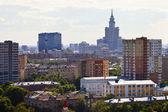 住宅街とモスクワの高層ビル — ストック写真