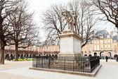 Statue on Place Des Vosges in Paris — Stock Photo