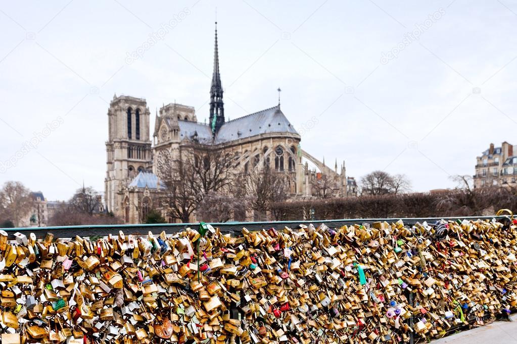 Pont de l archeveche avec cadenas d 39 amour paris photo ditoriale vv - Le pont de lamour a paris ...