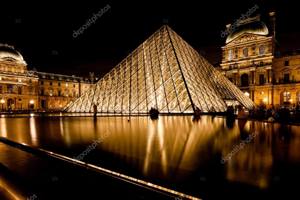 Glazen piramide die was van louvre parijs bij nacht redactionele stockfoto vvoennyy 27819913 - Glazen ingang ...