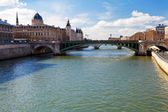 Seine river and Pont d'Arcole in Paris — Stock Photo