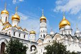 Ouro cúpulas de catedrais do kremlin de moscovo — Foto Stock