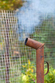 烟从生锈的管道 — 图库照片