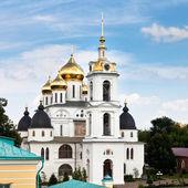 Catedral de la asunción del kremlin dmitrov, rusia — Foto de Stock