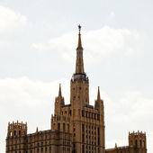 Kudrinskaya kvadratiska byggnad i moskva — Stockfoto