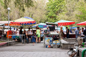 Tourists on street market Vernissage in Yerevan — Stock Photo