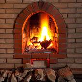 Le feu dans la cheminée — Photo