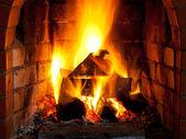 Fuego en la chimenea — Foto de Stock