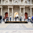 Tourist in Market gate Hall of Pergamon museum — Stock Photo
