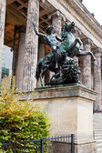 Statue Lowenkampfer of Altes Museum in Berlin — Stock Photo