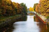View of bridge and leaves fall on Landwehrkanal — Stockfoto