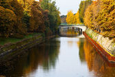 Bridge and fall of leavesl on Landwehrkanal — Stock Photo