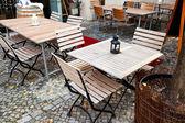 Empty outdoor restaurant tables — Photo