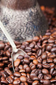 Spoon scoops roasted coffee beans — Stock Photo