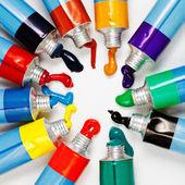 用压缩的水彩的五彩的管 — 图库照片