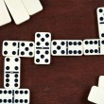 Zigzag in dominoes game — Stock Photo #39046399