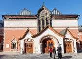 Visitors near State Tretyakov Gallery, Moscow — Stock Photo