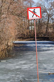 Do not walk sign on frozen river in spring — Foto Stock