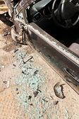 Carro danificado após acidente de viação — Fotografia Stock
