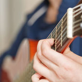 Woman playing classical acoustic guitar — Stock Photo