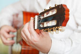 Man plays on prime acoustic guitar — Foto Stock