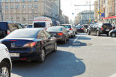 Traffic congestion on street in summer evening — Stock Photo