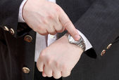 Man show exact time on wristwatch close up — Stock Photo