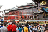 Tourists on square in Old City of Shanghai, China — Stock Photo
