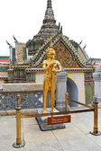Statue in Grand Palace Complex in Bangkok — Stock Photo