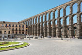 Aqueduct of Segovia on Plaza del Azoguejo — Stock Photo