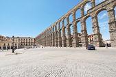 Square Azoguejo with Aqueduct of Segovia — Stock Photo