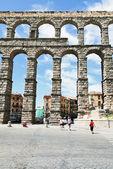 Tourist near Aqueduct of Segovia, Spain — Stock Photo