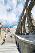 Tourist climb on ancient Aqueduct of Segovia — Stock Photo