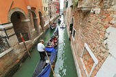 Tourists floating in gondola in canal, Venice — Stock Photo