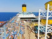 Sunbathing on the deck of cruise liner — Stok fotoğraf