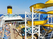 Many tourists relaxing on the deck of cruise liner — Stok fotoğraf