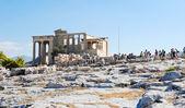 Many tourist near Porch of the Caryatids, Athens — Stock Photo