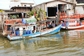 Boats on khlong of chao phraya river in bangkok — Stock Photo