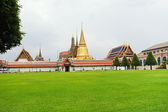 Temple Complex of the Emerald Buddha in Bangkok — Stockfoto