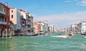 Fasader av hus längs canal grande venetianska, — Stockfoto