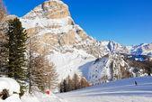 Лыжные трассы и склона гор Доломиты — Стоковое фото