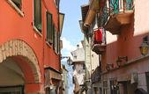 Street to Lake Garda in Malcesine town, Italy — Foto de Stock