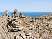 Pyramides en pierre sur parc naturel de cap de creus, espagne — Photo