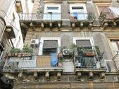 Gevel van huis in het centrum van catania, italië — Stockfoto