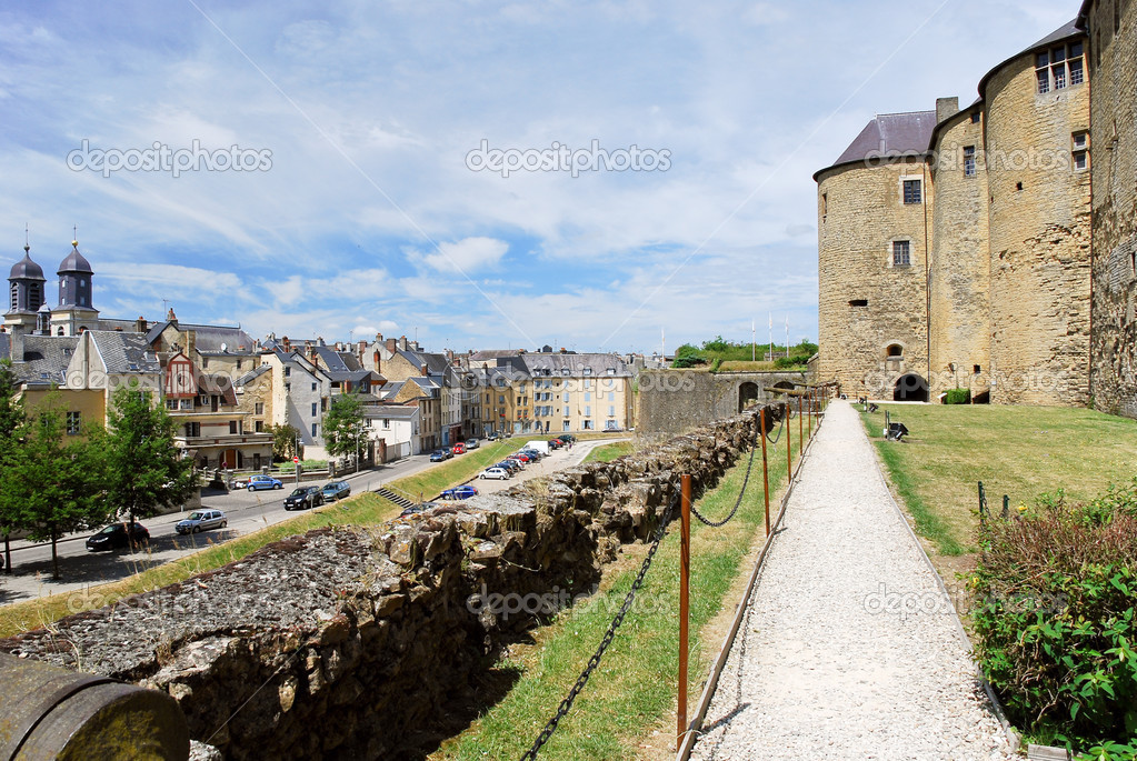Sedan France  city images : Castle rampart and town Sedan, France — Stock Photo © vvoennyy ...