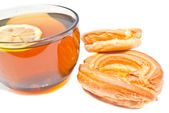 两个甜甜圈和喝杯茶 — 图库照片