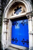 Middeleeuwse blauwe voordeur — Stockfoto