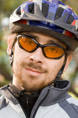 Young adoult bicycler sitting in the park — Stock Photo