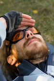 Young man relaxing on the grass looking up at the sky — Stock Photo